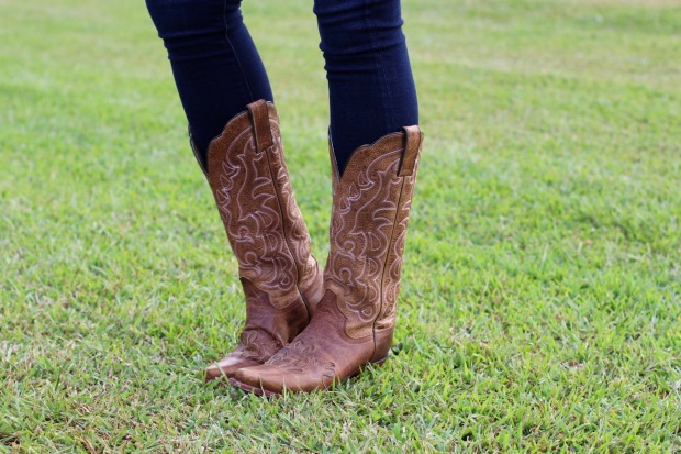 college-game-day-outfits-university-of-tennessee-outfit-boots