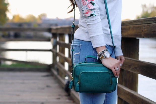 fall-outfit-recap-embroidered-sweater-green-crossbody-purse