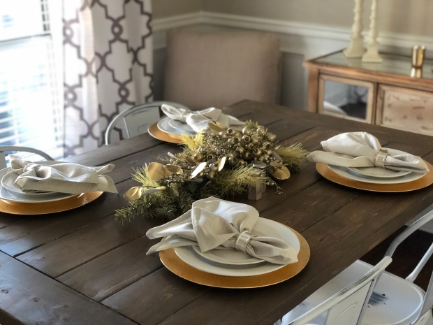 gold-silver-white-christmas-decor-dining-room