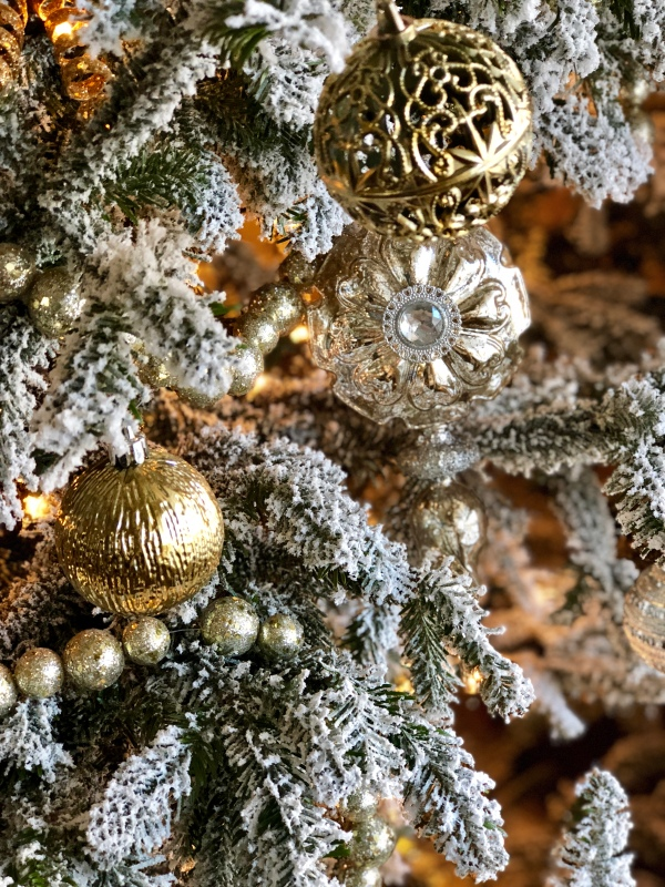 gold-silver-white-christmas-decor-flocked-tree