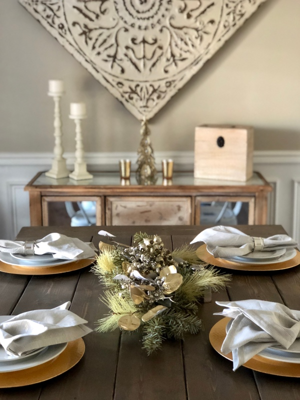 gold-silver-white-christmas-decor-tablescape