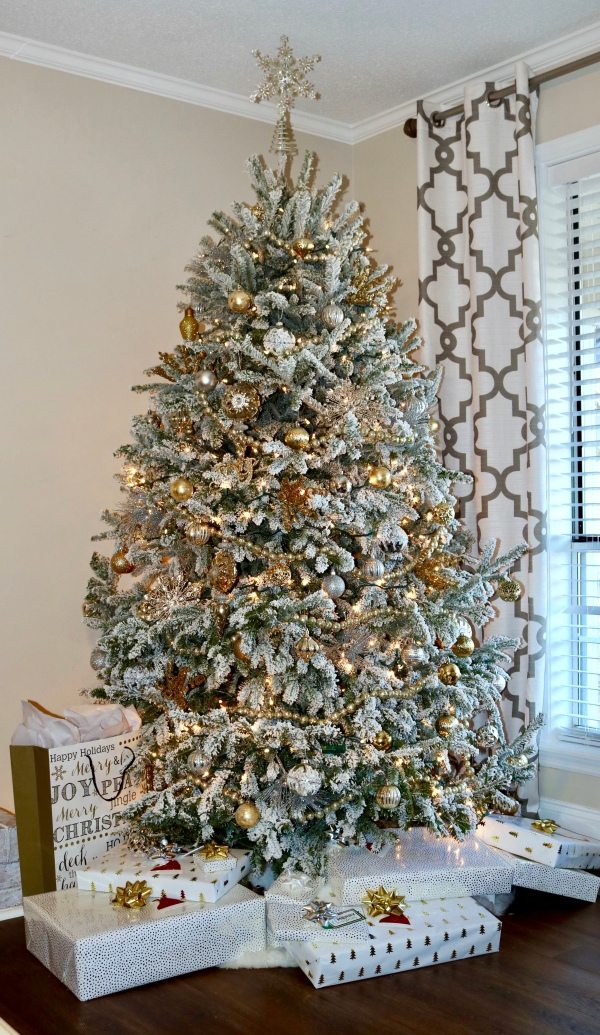 gold-silver-white-christmas-decor-winter-wonderland-flocked-tree
