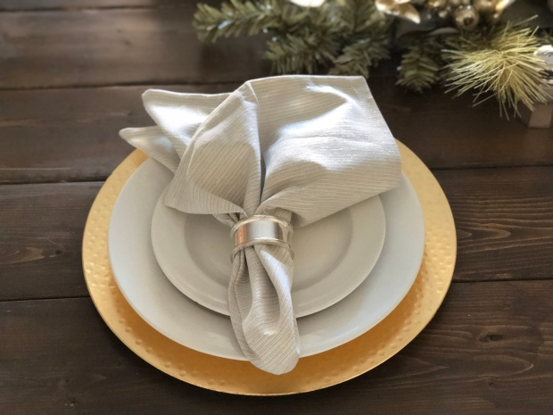 gold-silver-white-winter-wonderland-christmas-place-settings