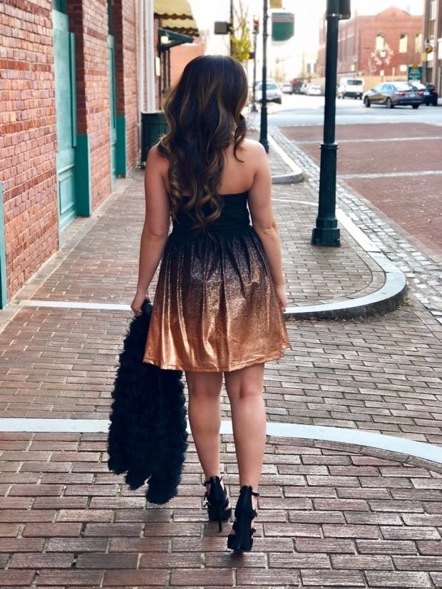 new-years-eve-outfit-ideas-gold-black-dress-nye