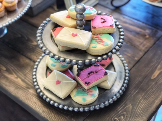 travel-themed-bridal-shower-dessert-cookies